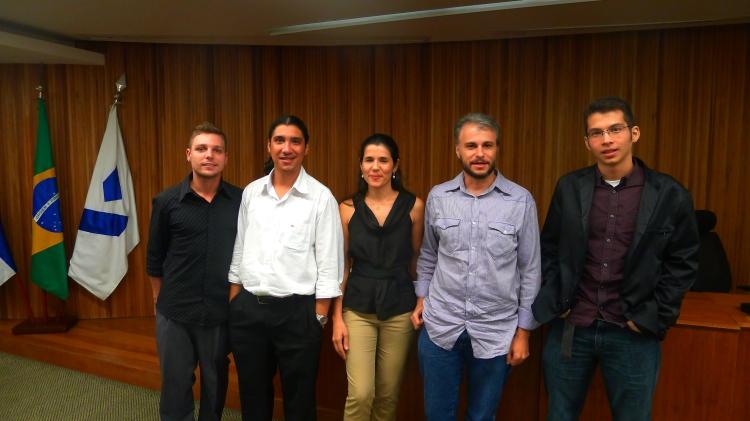 A mesa de palestrantes e o moderador, Marcelo de Vasconcellos